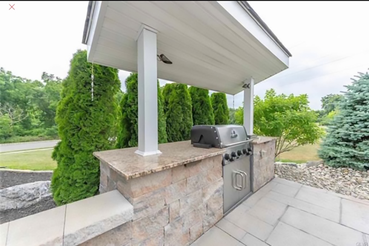 Grill With Outdoor Countertop & Cover